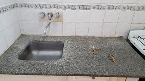 Mesada de granito, termotanque,cocina