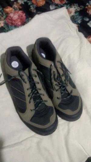 Zapatillas para hombre por talle 42, Quechua s/u.