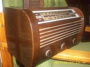 Vendo Radio antigua a válvula RCA Victor.impecable