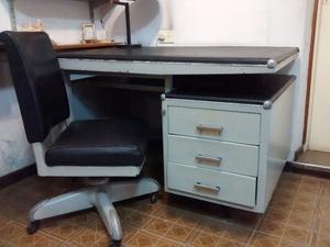 Muebles: Escritorio y sillón para oficina / consultorio