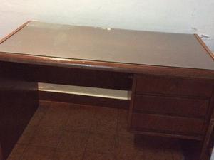 escritorio enchapado en cedro
