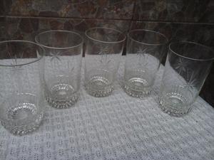 5 vasos dibujado. impecables!!