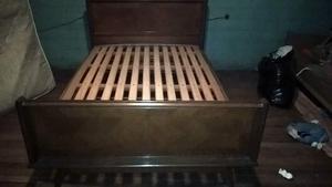 Cama matrimonial de madera lustrada de 1,4 x0,90