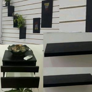 Dos estantes,mesa de luz flotante y decoracion de pared
