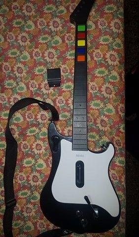 vendo accesorio para pley dos es una guitarra