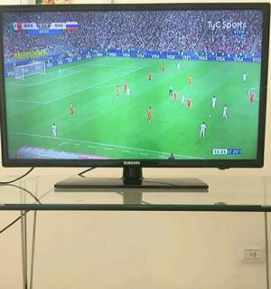 "Combo Tv Led Samsung Full HD 32"" + Mesa Vidrio Patas"