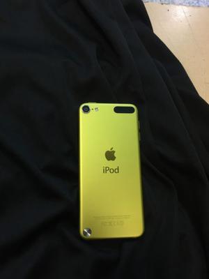 Vendo iPod touch de 32 gb con auriculares Sony sport y