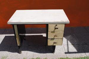 escritorio antiguo de chapa, tapa formica