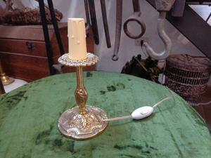 Antigua lámpara de mesa de bronce macizo. Antigua Saudade