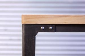 Mesa comedor hierro y madera maciza.