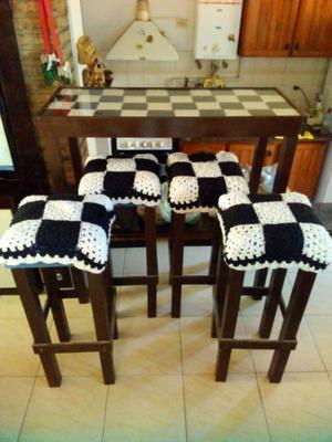 Barra desayunadora + 4 banquetas acolchonadas