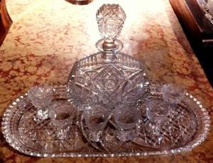 Juego de licorera: bandeja, licorera y 6 vasos cristal