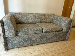 Liquido sofa cama de 2 plazas en buen estado!