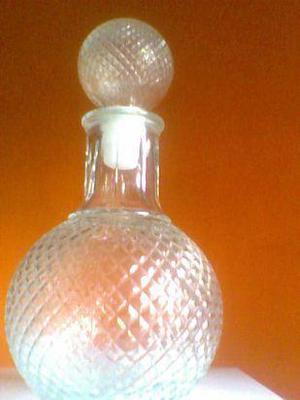 botellon de vidrio tallado