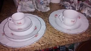 Hermoso juego de platos de porcelana