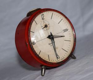 Reloj despertador a cuerda antiguo