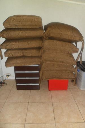 Almohadones para sillones ecocuero y telas posot class for Almohadones para sillones