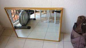 Espejo biselado antiguo con marco