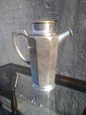 antigua coctelera de bronce plateado