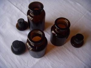 03 Frascos de Farmacia - Vidrio - Ambar - 10 u 12 cm alto -