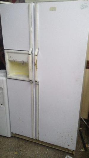 Heladera CON FREEZER GENERAL ELECTRIC dos puertas side by