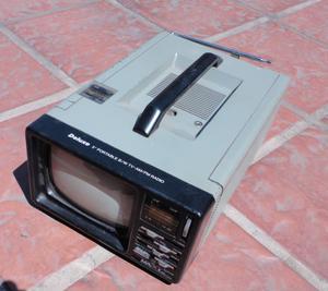 Televisor portatil ByN / Radio AM/FM mas accesorios
