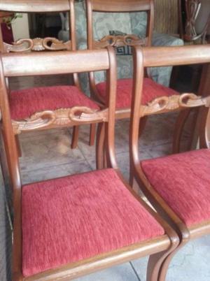 preciosas sillas con talla de cisnes en ROBLE