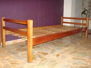 2 Camas de una plaza madera dura 2 x 0,86 en excelente