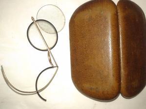 lentes con estuche.de cuero falta una patilla muy antiguos