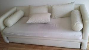 Sofa cama con almohadones