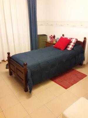cama de una plaza de algarrobo, muy buen estado.