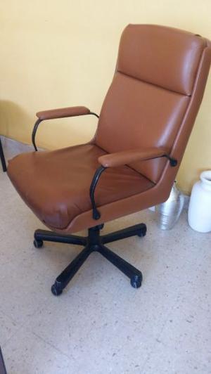 Vendo sillón ejecutivo con alto respaldo, apoyabrazos y