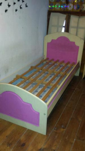 Cama con carrito bajo cama en muy buen estado