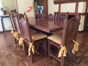 Impecable juego de mesa y sillas de algarrobo
