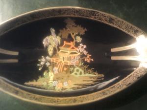 Porcelana Inglesa con motivo chino, muy especial con oro 24K