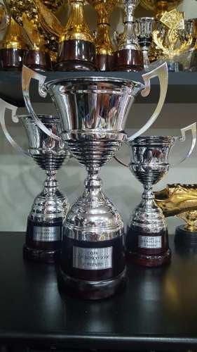 Copa Metálica Con Asas Y Base De Madera 39 Cm
