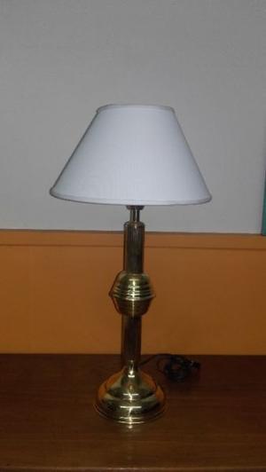 VENDO HERMOSA LAMPARA DE MESA. NALO
