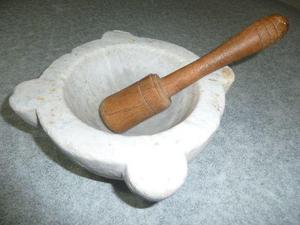 mortero de mármol de carrara antiguo decoración vitrina