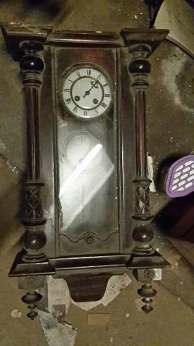 Antiguo Reloj De Pared De Madera A Péndulo Para Reparar
