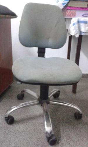 Silla giratoria para escritorio - tapizado impecable