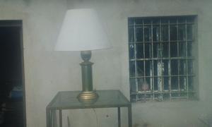 LAMPARA DE MESA, DE BRONCE.