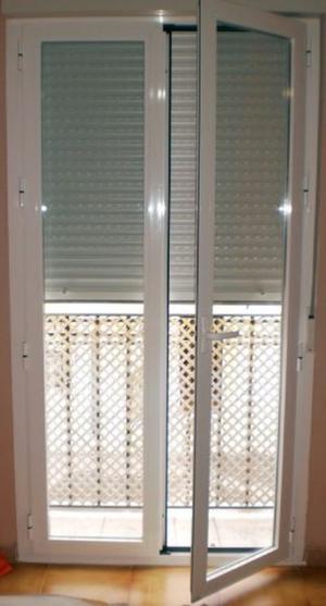 Puerta balcon en aluminio.