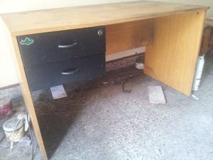 escritorio con dos cajones