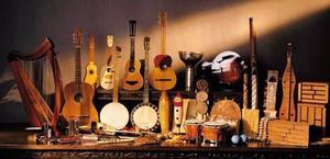 COMPRO INSTRUMENTOS MUSICALES.-