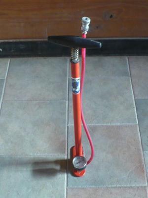 Inflador antiguo de pie p/ bicicletas marca Bodei - original