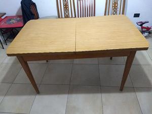 Mesa y 6 sillas de madera
