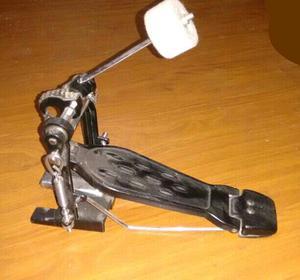 Pedal de bombo casi sin uso. Excelente