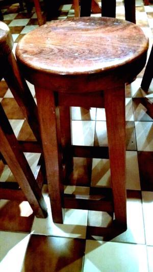 Taburetes y silla
