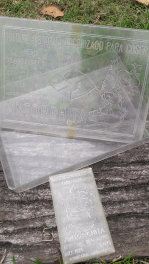 Antigua Caja de Plástico Duro Hilos Antorchita