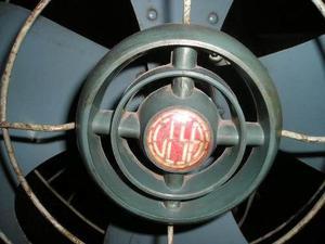 Antiguo ventilador de mesa